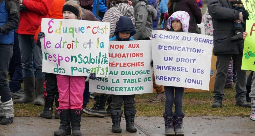 Manifestation école-maison au Québec copyright excordeschola.ca